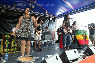 Rastaplas aan het Noord Aa -  Rapha Pic & the Roots Rockers - ZOETERMEER 20 JULI 2014 - FOTOGRAFIE NICO SCHOUTEN