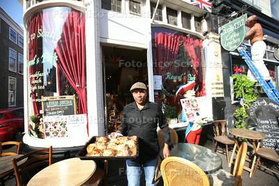 de eigenaar van Scallywags in de Wagenstraat. Een britse lunchroom. - DEN HAAG 31 JULI 2014 - FOTOGRAFIE NICO SCHOUTEN