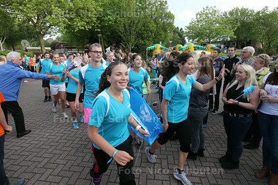 De estafettelopers van ISW komen weer terug, bij begin van de jaarlijkse goededoelendag van ISW - NAALDWIJK 19 JUNI 2014 - FOTOGRAFIE NICO SCHOUTEN