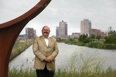 Jan van der Velde bij het Heemkanaal in Oosterheem - ZOETERMEER 17 JUNI 2014 - FOTOGRAFIE NICO SCHOUTEN