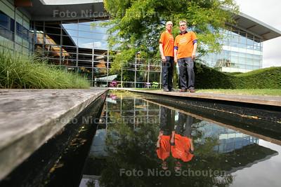 de actie Water=Groen in Cambodja  van Stichting Toetssteen (oprichter daarvan komt uit Maasland) en hoe Priva daarbij betrokken is. Cor Hoogenveen (l) en gialio Tomaello - DE LIER 28 JUNI 2014 - FOTOGRAFIE NICO SCHOUTEN