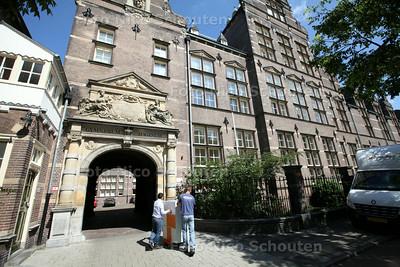 Lekkage bij Haganum Gymnasium - DEN HAAG 10 JUNI 2014 - FOTOGRAFIE NICO SCHOUTEN