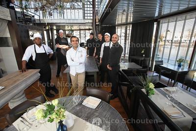 Restaurant Bo&Ro voor Gouden Pollepel - Chef/Eigenaar Shahab Ajallouian (m) met zijn team - ZOETERMEER 12 MAART 2014 - FOTOGRAFIE NICO SCHOUTEN
