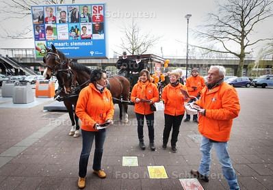 LHN voert campagne met een paardentram - Hilbrand Nawijn was er niet bij - ZOETERMEER 15 MAART 2014 - FOTOGRAFIE NICO SCHOUTEN