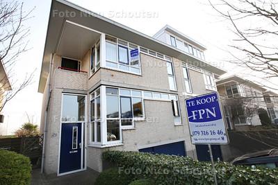 Mariska Zijl in haar huis dat te koop staat - ZOETERMEER 10 MAART 2014 - FOTOGRAFIE NICO SCHOUTEN