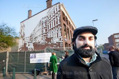 Pakistaanse meneer Faisal Mirza speelt belangrijke rol in behoud van het muurkunstwerk van Berry Holslag - DEN HAAG 28 MAART 2014 - FOTOGRAFIE NICO SCHOUTEN