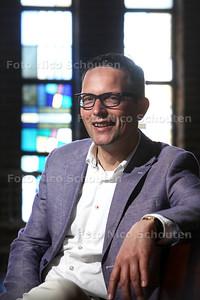 predikant Hugo Habekotté in kerk de Hoeksteen in Maasdijk - MAASDIJK 16 MEI 2014 - FOTOGRAFIE NICO SCHOUTEN
