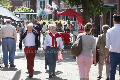 Sfeerbeeld Wassenaar, winkelend publiek op de Langstraat; bij verhaal over 'links' stadsbestuur' - WASSENAAR 17 MEI 2014 - FOTOGRAFIE NICO SCHOUTEN