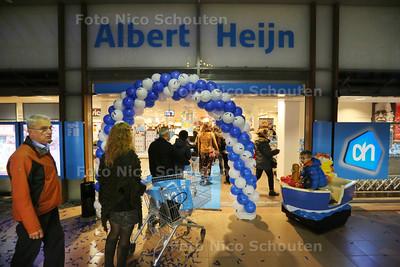 Opening van de Albert Heijn in vernieuwd winkelcentrum Rokkeveen - ZOETERMEER 25 NOVEMBER 2014 - FOTOGRAFIE NICO SCHOUTEN