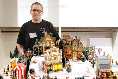 Nederlands Kampioenschap Kerstdorpen Bouwen - Dagwinnaar Guido Kaestner - NOOTDORP 29 NOVEMBER 2014 - FOTOGRAFIE NICO SCHOUTEN