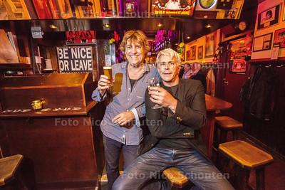 Eigenaren Edwin Groeneveld en Rob Kooijman hebben café de Landman verkocht - het oudste café van Den Haag en gaan emigreren naar Bonaire - DEN HAAG 18 NOVEMBER 2014 - FOTOGRAFIE NICO SCHOUTEN