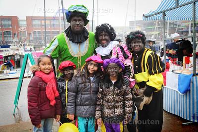 Intocht Sint Nicolaas in de Scheveningse haven - DEN HAAG 15 NOVEMBER 2014 - FOTOGRAFIE NICO SCHOUTEN