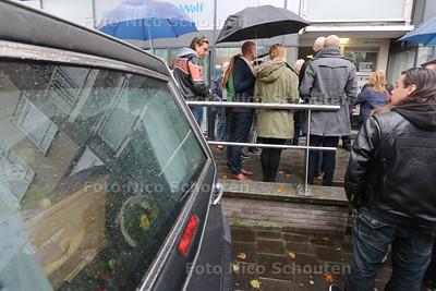 Haagse Sjaak wordt op eervolle wijze naar zijn laatste rustplaats begeleid - DEN HAAG 24 OKTOBER 2014 - FOTOGRAFIE NICO SCHOUTEN