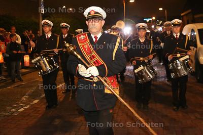 EMM Maasdijk marcheert voor de laatste keer door het dorp tijdens de lampionnenoptocht. Harmonie wordt opgeheven - MAASDIJK 30 OKTOBER 2014 - FOTOGRAFIE NICO SCHOUTEN