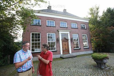 Monument Akkerlust aan de Vlamingstraat is verkocht, het voormalige beheerkantoor van maragrinefabrikant Brinkers - Helmert van der Slik (l) en Klaas Bolt - ZOETERMEER 16 SEPTEMBER 2014 - FOTOGRAFIE NICO SCHOUTEN