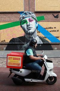Recente muurschildering van Amerikaan Nils Westergard Abraham van Beyerenstraat, slooppanden - DEN HAAG 9 SEPTEMBER 2014 - FOTOGRAFIE NICO SCHOUTEN