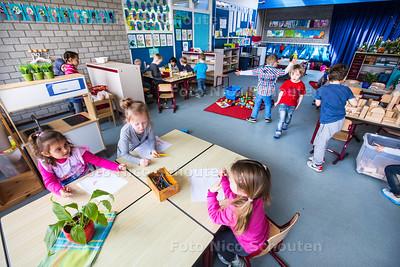 De kleutergroep van de Tjalk. De school is ongerust omdat het straks een klas niet kan herbergen. De school heeft een tekort aan lokalen - ZOETERMEER 7 APRIL 2015 - FOTO NICO SCHOUTEN