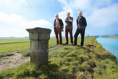 Geerpolder 150 jaar. vlnr Jan Groenwegen, Pieter Goossen en Theo van Leeuwen - ZOETERWOUDE 8 APRIL 2015 - FOTO NICO SCHOUTEN