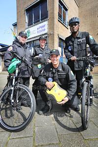 Lenteprijs -  Buurt Preventie Team Bezuidenhout - vlnr Yvonne Wils, Will Wilhelmy Damsté, Jurriaan Wouters (met een AED) en Rudolph Francis - DEN HAAG 10 APRIL 2015 - FOTO NICO SCHOUTEN
