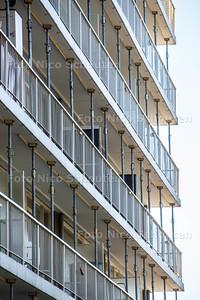 Gestutte galerijen flat Volendamlaan - DEN HAAG 15 APRIL 2015 - FOTO NICO SCHOUTEN