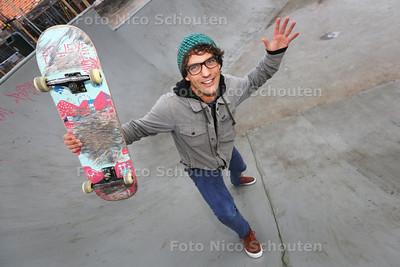 Paul Groenheijde van Dreamsshop geft gratis skateboardlessen in het Westland - MONSTER 26 FEBRUARI 2015 - FOTO NICO SCHOUTEN