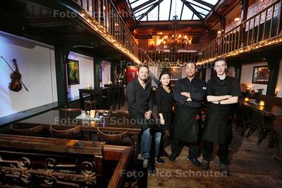 Restaurant Brave Hendrik voor de Gouden pollepel - vlnr eigenaar Joey Gonggryp, serveerster Lianne van Diggelen, chef kok Pierre Thielman en leerling kok Josh van Lier - DEN HAAG 19 FEBRUARI 2015 - FOTO NICO SCHOUTEN