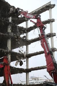 Voor de aanleg van de Rotterdamsebaan worden drie kantoorpanden naast de Karwei gesloopt - DEN HAAG 26 FEBRUARI 2015 - FOTO NICO SCHOUTEN