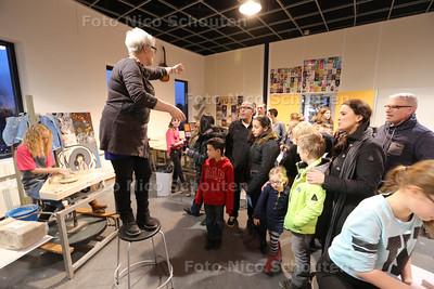 """Open Dag bij Lentiz Floracollege - Uitleg op de afdeling """"Kunst en Cultuur"""" - NAALDWIJK 29 JANUARI 2015 - FOTO NICO SCHOUTEN"""