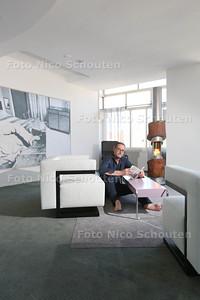 interieurarchitect Karel van Bodegom (49) in Nirwana pop-up musem - DEN HAAG 22 JULI 2015 - FOTO NICO SCHOUTEN