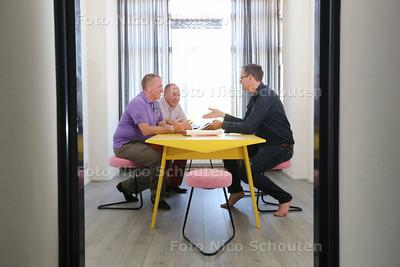 interieurarchitect Karel van Bodegom (49) in Nirwana pop-up musem - vlnr eigenaren edward jansing,  en Kees Overgaauw en Karel van Bodegom   - DEN HAAG 22 JULI 2015 - FOTO NICO SCHOUTEN