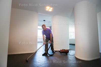 interieurarchitect Karel van Bodegom (49) in Nirwana pop-up musem -  eigenaar edward jansing  - DEN HAAG 22 JULI 2015 - FOTO NICO SCHOUTEN