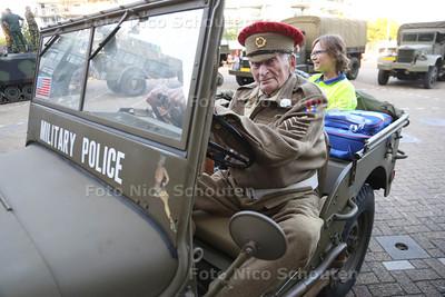 Veteranenavond - De heer Perizonus (88) uit Den Haag- ZOETERMEER 27 JUNI 2015 - FOTO NICO SCHOUTEN