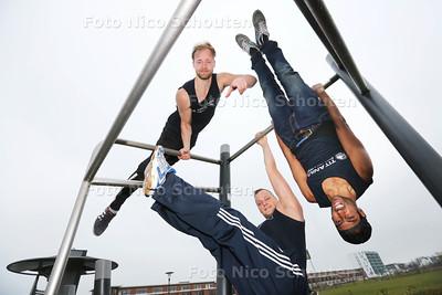 LENTEPRIJS - Titanium Revolution, een groep jongens die de sport calisthenics beoefent - vlnr Jeroen Hanselaar, Michael Regeer en Ryan Ilaha - ZOETERMEER 28 MAART 2015 - FOTO NICO SCHOUTEN