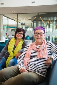 Wilma Stroomer (r) heeft acute leukemie. Eerder stond in het AD een verhaal over dat ze een stamceldonor zocht, die heeft ze nu dankzij collega Laura Brown gevonden - DEN HAAG 31 MEI 2015 - FOTO NICO SCHOUTEN