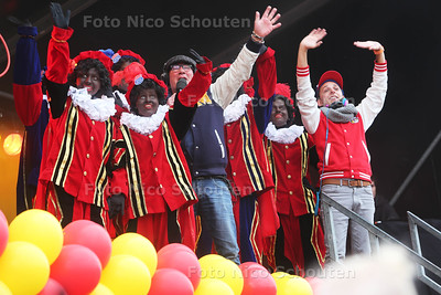 Intocht Sint Nicolaas op Scheveningen - DEN HAAG 15 NOVEMBER 2015 - FOTO NICO SCHOUTEN