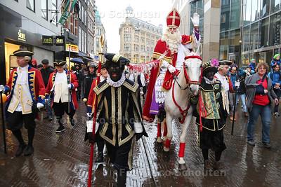 Intocht Sint Nicolaas - Lange Poten - DEN HAAG 15 NOVEMBER 2015 - FOTO NICO SCHOUTEN