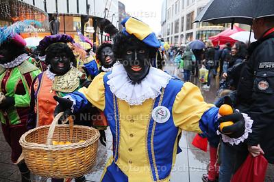 Intocht Sint Nicolaas - Grote Marktsstraat - DEN HAAG 15 NOVEMBER 2015 - FOTO NICO SCHOUTEN