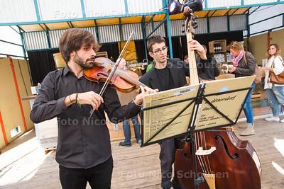 Optredens op het plein ivm open huis Staten Generaal - studenten van het Haagse conservatorium - DEN HAAG 10 OKTOBER 2015 - FOTO NICO SCHOUTEN