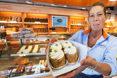 Willian Jongerius met Zoetenaartjes (gebakjes) bij bakkerij Jongerius - ZOETERMEER 30 SEPTEMBER 2015 - FOTO NICO SCHOUTEN