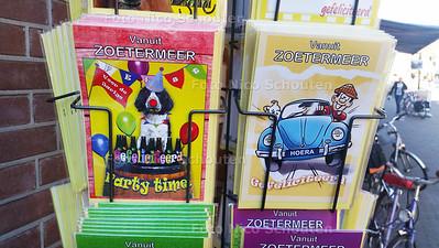 Zoetermeer ansichtkaarten bij Bruna - ZOETERMEER 30 SEPTEMBER 2015 - FOTO NICO SCHOUTEN
