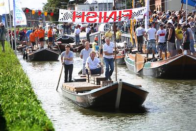 Start van de Schuitenrace Poeldijk - POELDIJK 5 SEPTEMBER 2015 - FOTO NICO SCHOUTEN