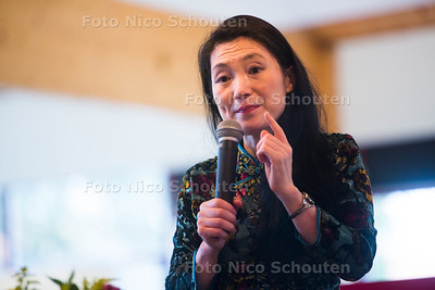 Schrijfster Lulu Wang die een lezing geeft in Bibliotheek Oostland - PIJNACKER 28 SEPTEMBER 2015 - FOTO NICO SCHOUTEN
