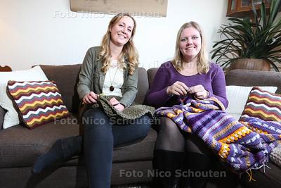 Dorien (l) en Martha, oprichters van Haakworkshops Zoetermeer - ZOETERMEER 26 APRIL 2016 - FOTO NICO SCHOUTEN