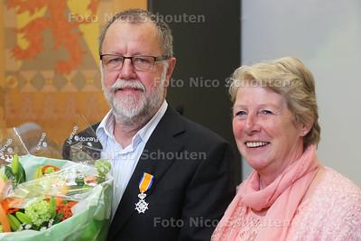 Lintjes De heer van de Berg (met zijn vrouw) - VOORBURG 26 APRIL 2016 - FOTO NICO SCHOUTEN