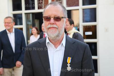 Lintjes De heer van de Berg - VOORBURG 26 APRIL 2016 - FOTO NICO SCHOUTEN