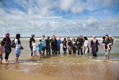 Burkinidag op het Scheveningse strand - DEN HAAG 28 AUGUSTUS 2016 - FOTO NICOSCHOUTEN