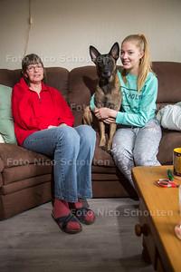 Jonge Mantelzorger Annelieke Bergsma (15 jaar oud) met haar moeder - ZOETERMEER 23 DECEMBER 2016 - FOTO NICO SCHOUTEN