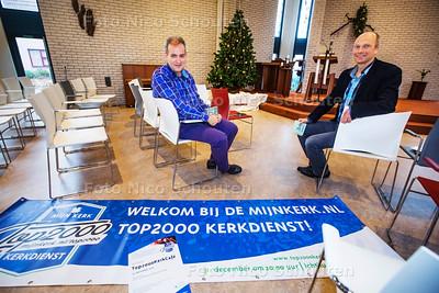 Anton van Dijken (l) en predikant Jap van den Akker van het evenement Top2000kerkcafé in de Ichtuskerk - ZOETERMEER 21 DECEMBER 2-16 - FOTO NICO SCHOUTEN
