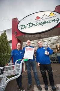 tuincentrum de Driesprong - vlnr Sander Luiten, Jean Pierre de Groot  en Ralph Smaal - ZOETERMEER 21 DECEMBER 2016 - FOTO NICO SCHOUTEN