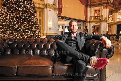 Tim Akkerman scoort kersthit op Sky radio - In het Kurhaus waar de videoclip is opgenomen - DEN HAAG 19 DECEMBER 2016 - FOTO NICO SCHOUTEN